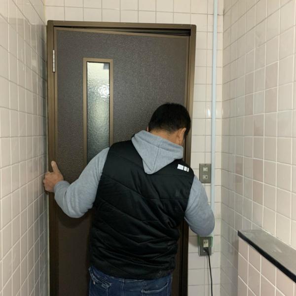 トイレドア取替工事のご依頼